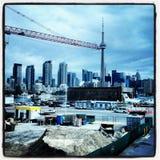 Orizzonte di Toronto con una gru Immagine Stock Libera da Diritti