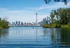 Orizzonte di Toronto dall'isola concentrare Fotografia Stock