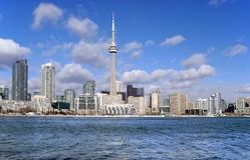 Orizzonte di Toronto un giorno ventoso Immagine Stock Libera da Diritti