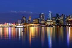 Orizzonte di Vancouver al crepuscolo Fotografia Stock Libera da Diritti