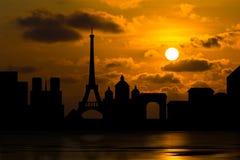 Orizzonte drammatico di Parigi con il tramonto Fotografia Stock Libera da Diritti
