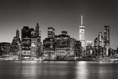 Orizzonte finanziario del distretto del Lower Manhattan al crepuscolo, New York Fotografie Stock