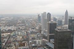 Orizzonte finanziario globale del distretto di Francoforte fotografia stock libera da diritti