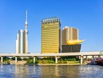 Orizzonte lungo il fiume di Sumida compreso Asahi Beer Hall fotografia stock