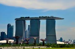Orizzonte, Marina Bay Sands e giardini di Singapore dalla baia Immagine Stock Libera da Diritti