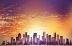 Orizzonte moderno della città di notte nella luce della luna o nel tramonto, con il reflectio Immagini Stock Libere da Diritti