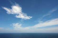Orizzonte piano di vista sul mare dell'oceano Immagine Stock