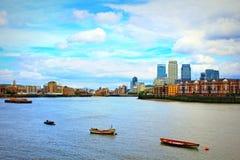 Orizzonte Regno Unito di Londra delle piccole barche del Tamigi Immagini Stock