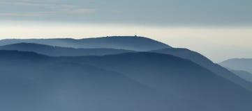 Orizzonti blu delle montagne di Beskydy Fotografie Stock