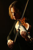 Orkester som spelar med fiolen royaltyfria foton