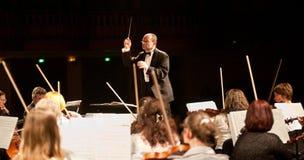orkesteren utför symphonic szegedi Arkivbild
