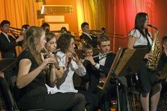 orkestersymfoniträblåsinstrument royaltyfria bilder