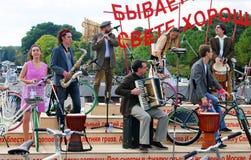 Orkestspelen in het park van Gorky in Moskou Royalty-vrije Stock Foto's