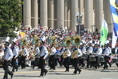 Orkiestr Marsszowa Tubas w paradzie Fotografia Stock