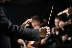 Orkiestra dyrygent na scenie Fotografia Royalty Free