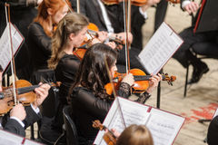 Orkiestra Symfoniczna na scenie Skrzypce grupowe sztuki Zdjęcia Stock