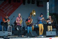1/2 orkiestry grupa wykonuje przy Usadba festiwalem jazzowym Obrazy Stock