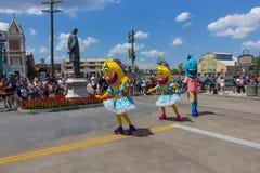 Orlando, de V.S. - 8 Mei, 2018: De grote parade met uitvoerders bij Universeel Studiopark op 8 Mei, 2018 stock afbeeldingen