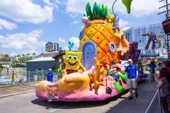 Orlando, de V.S. - 8 Mei, 2018: De grote parade met uitvoerders bij Universeel Studiopark op 8 Mei, 2018 stock foto