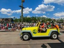 Orlando, de V.S. - 8 Mei, 2018: De grote parade met uitvoerders bij Universeel Studiopark op 8 Mei, 2018 royalty-vrije stock foto's