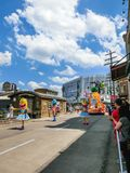 Orlando, de V.S. - 8 Mei, 2018: De grote parade met uitvoerders bij Universeel Studiopark op 8 Mei, 2018 royalty-vrije stock foto