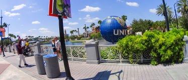 Orlando, EUA - 9 de maio de 2018: O grande globo universal de giro do logotipo o 9 de maio de 2018 imagem de stock royalty free