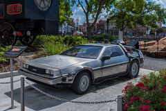 ORLANDO, FLORIDA - 6 DE MAIO DE 2015: Para trás no carro futuro em Orlando universal, Florida Imagens de Stock
