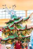 ORLANDO, FLORIDA, DE V.S. - DECEMBER, 2018: Kleurrijke Kerstboomdecoratie bij Wandelgalerijwandelgalerij bij Millennia stock afbeelding