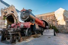 ORLANDO, FLORIDA, DE V.S. - DECEMBER, 2017: De Wizarding-Wereld van Harry Potter - de Hogwarts-Sneltreinpost en het Platform, Uni royalty-vrije stock fotografie