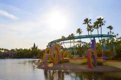 Orlando, Florida, EUA - 10 de maio de 2018: A elevação no passeio do trem do trole de Seuss do céu Ilhas da aventura Foto de Stock