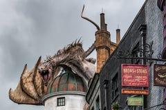 """ORLANDO, FLORIDA, EUA - EM DEZEMBRO DE 2018: O mundo de Wizarding Diagon Alley do †de Harry Potter """"em Universal Studios Florid fotografia de stock"""