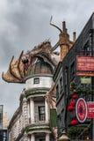 """ORLANDO, FLORIDA, EUA - EM DEZEMBRO DE 2018: O mundo de Wizarding Diagon Alley do †de Harry Potter """"em Universal Studios Florid fotos de stock"""