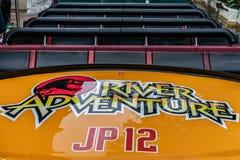 ORLANDO, FLORIDA, EUA - EM DEZEMBRO DE 2018: Passeio da aventura de Jurassic Park River, Universal Studios, ilhas da aventura imagens de stock royalty free