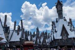 ORLANDO FLORIDA - MAJ 06, 2015: Butterbeer och Harry Potter Hogsmeade i universella Orlando, Florida Fotografering för Bildbyråer