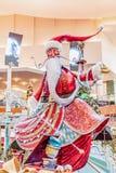 ORLANDO, FLORIDA, U.S.A. - DICEMBRE 2018: Decorazione variopinta di Natale al centro commerciale ai millenni immagine stock