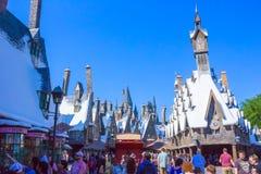 Orlando, Floryda, usa - Maj 09, 2018: Ludzie iść przy Wizarding światem Harry Poter Obraz Royalty Free