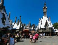 Orlando, Floryda, usa - Maj 09, 2018: Ludzie iść przy Wizarding światem Harry Poter Obrazy Royalty Free