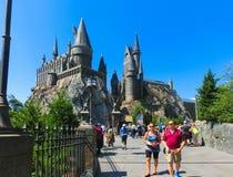 Orlando, Floryda, usa - Maj 09, 2018: Ludzie iść przy Wizarding światem Harry Poter Obrazy Stock