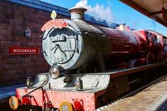 ORLANDO, LA FLORIDE 19 AVRIL 2016 : Train rapide de Hogsmead et de Hogwarts, maison à Harry Potter et l'attraction interdite de v Photo libre de droits