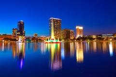 Orlando linii horyzontu zmierzch przy jeziornym Eola Floryda USA fotografia stock