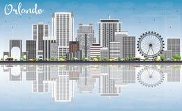 Orlando Skyline con Gray Buildings, el cielo azul y reflexiones Foto de archivo
