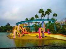 Orlando USA - Januari 02, 2014: De themed dragningarna på öar för universella studior av affärsföretagnöjesfältet Arkivfoton