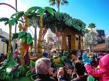 Orlando, usa - Styczeń 03, 2014: Ludzie przy karnawałem w parku Universal Studio są jeden Orlando ` s sławny temat Zdjęcie Royalty Free