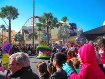 Orlando, usa - Styczeń 03, 2014: Ludzie przy karnawałem w parku Universal Studio są jeden Orlando ` s sławny temat Obraz Royalty Free