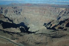 Orlo ad ovest di Grand Canyon - erosione sul Landform immagine stock