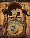 Orloj astronomisk klocka i Prague. Tjeckien mörka färger Royaltyfria Bilder
