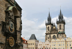 Orloj och kyrka av modern av guden Arkivbild