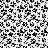Orma senza cuciture del cane nero del modello con l'artiglio illustrazione di stock