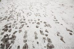 Orma su neve nella città Fotografia Stock Libera da Diritti