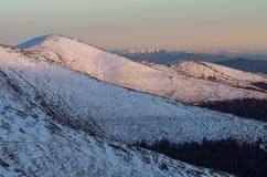 Orme del paesaggio di inverno di Carpatian nella neve Fotografia Stock